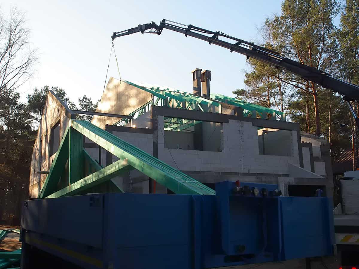 Transport i montaż wiązarów drewnianych prefabrykowanych