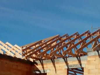 dach z wiązarów drewnianych mgdachy