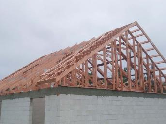 Dom jednorodzinny wiązary na dach