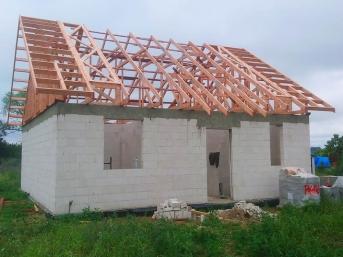 Dom jednorodzinny wiązary dachowe