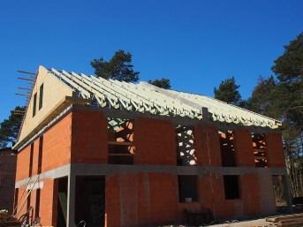 dom jednorodzinny wiązary drewniane