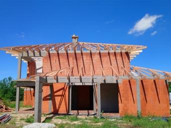 Montaż wiązarów drewnianych mg dachy