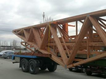 transport wiązarów na budowę